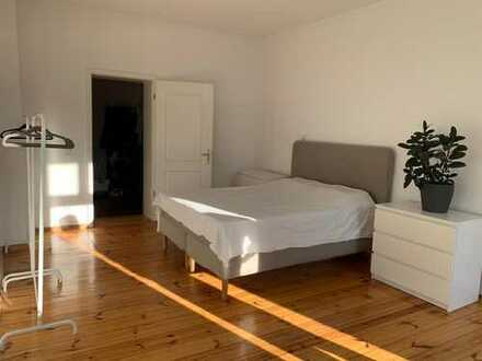 Sunny & spacious room in central Friedrichshain (short-term)