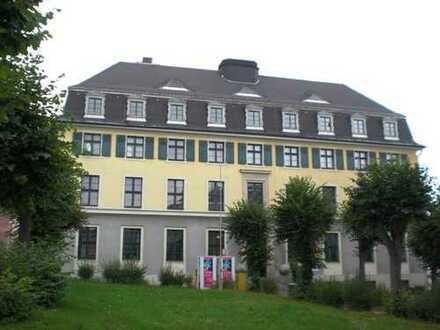 Attraktives Wohn- und Verwaltungsgebäude Zentral in Oelsnitz