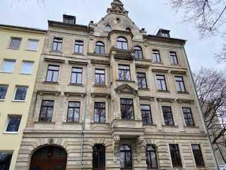 Kapitalanlage! Schöne 2-Zimmer-Altbauwohnung in zentraler Lage