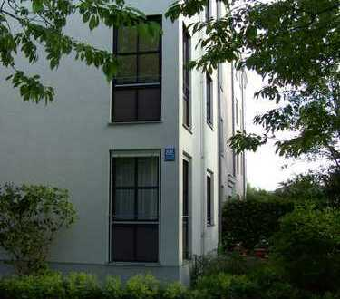 Gepflegte 2-Zimmer-Wohnung mit Balkon und Einbauküche in Perlach, München