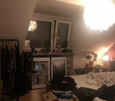 Schönes Zimmer in zentraler MädelsWG