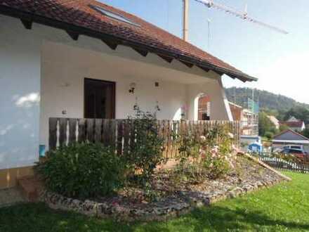 freistehendes Ein- bis Zweifamilienhaus mit Garten und Garage in Beilngries