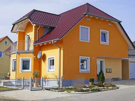 Hochwertige, exklusive Luxus-Obergeschosswohnung in einem 2-Familienhaus, Neubau; teilmöbliert