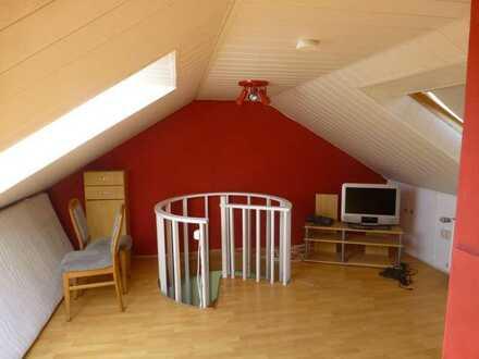 Vermiete ausgebautes Dachgeschoßzimmer an Student (Untervermietung)