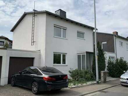 Freistehendes Einfamilienhaus mit Erweiterungspotential