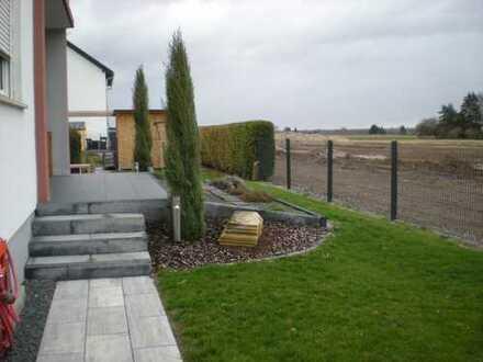 kompl. neu renov.+mod.2 Zimmer-Mietwhg.m.Einbaukü.,Terrasse/Garten + PKW-Garage u.Stellplatz