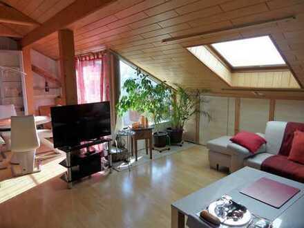 Schicke Dachgeschoss-Wohnung mit Loggia!