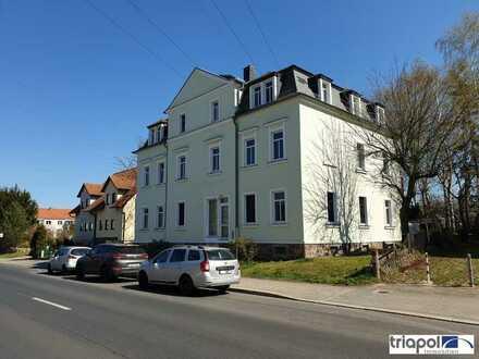 Große 2-Zi-Wohnung mit Balkon und Tageslichtbad mit Wanne und Dusche.