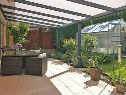 Neuwertige Doppelhaushälfte mit tollem Garten!