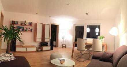 Exklusive, sanierte 4-Zimmer-Wohnung mit Balkon und EBK in zentralster & ruhiger Lage in Karlsruhe