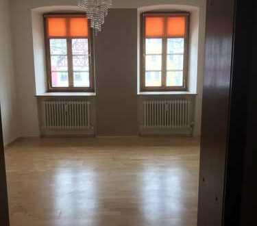 Gepflegte 3-Zimmer-Hochparterre-Wohnung mit Terrasse und EBK in Bad Berneck im Fichtelgebirge