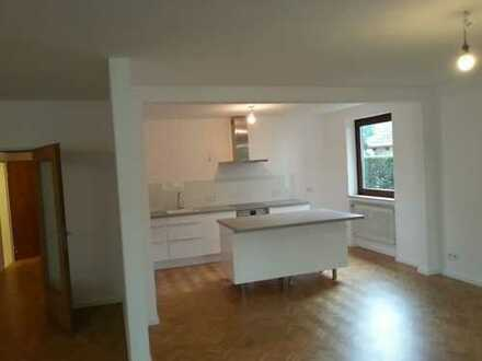 Von privat: Großzügige, renovierte 4-Zimmer-Wohnung in Lesum