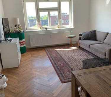 Stilvolle, gepflegte 2-Zimmer-Dachgeschosswohnung mit EBK in Hamburg Winterhude