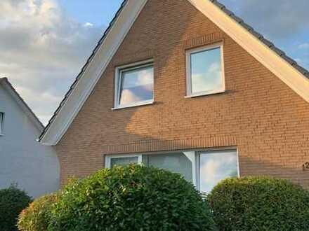 Delmenhorst-Brendel: Einfamilienhaus mit 5 Zimmern, Garage, Vollkeller und Terrasse