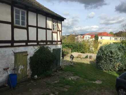 * Im Herzen von Eschershausen * Über 300 qm Wohn- und Nutzfläche mit Ausbaureserve und Garten
