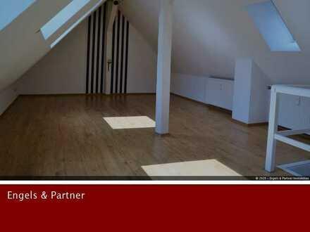 Gemütliche Dachgeschosswohnung mit Studio in gesuchter Lage