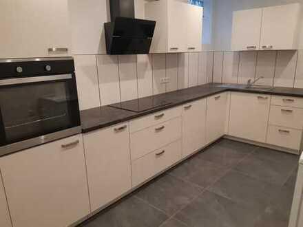 Moderne, kernsanierte 2 Zimmer Wohnung mit hochwertiger, nagelneuer Einbauküche uvm
