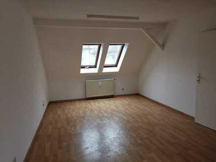 !! 1 MONAT KALTMIETFREI !! Deine erste eigene 1 Zimmer Wohnung im Dachgeschoss - frisch renoviert