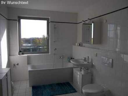 Attraktive & gemütliche Wohnung im DG mit Balkon + Aufzug