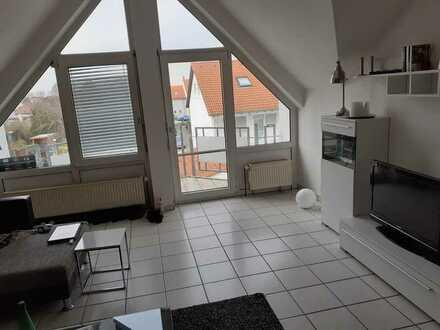 Gepflegte 1-Raum-DG-Wohnung mit Balkon und Einbauküche in Ludwigshafen