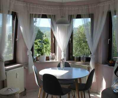 Gepflegte 3,5-Zimmer-Wohnung mit Balkon und Einbauküche in Neuenstein