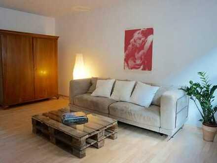 Schöne, geräumige zwei Zimmer Wohnung in Augsburg, Pfersee
