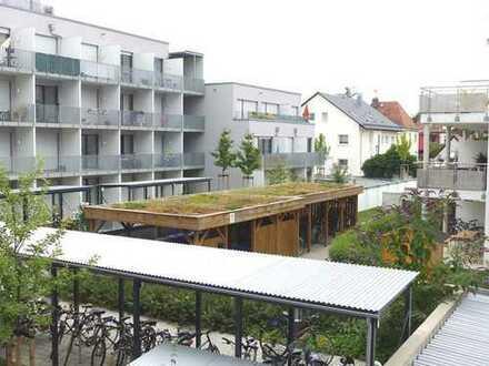 Erlangen: Neuwertige, sehr gepflegte 2-Zimmer-Mietwohnung mit TG-Stellplatz, Loggia und EBK!
