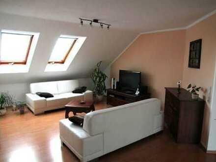 Provisionsfrei! Sonnige 2-Raum DG-Wohnung in gepflegter Wohnanlage