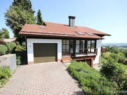 Einfamilienhaus mit Einliegerwohnung, Garage, Garten und Bergblick - in Wiggensbach