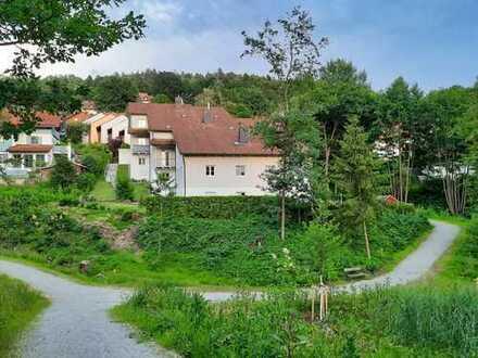 Wunderschöne 4-Zimmer-Wohnung mit 2 Balkonen, Einbauküche und zwei Garagenstellplätzen in Deggendorf