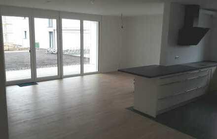Erstbezug mit EBK und Terrasse/Garten: exklusive 4-Zimmer-Wohnung in Esslingen (Kreis)