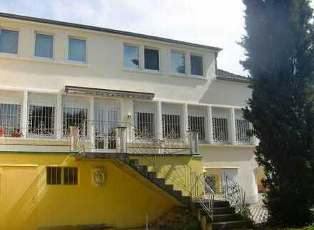 Großzügige 5/6 Zimmer Wohnung 2 Etagen, Terrasse, Garten in Bad König-Stadt Nähe Ärztehaus/Bahnhof
