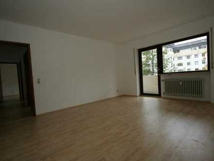 Exklusive, modernisierte 2-Zimmer-Wohnung mit Balkon und Einbauküche in Augsburg