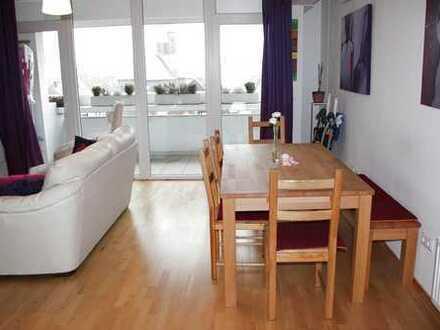 Provisionfreie Lichtdurchflutete moderne 3 Zimmer Wohnung mit 2 Balkone und Garage in Nippes