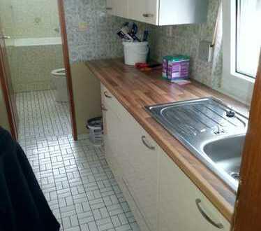 Einfache 1-Zi Whg mit Küche und Bad