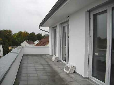 Hochwertige 3-Zimmer-DG-Wohnung mit Dachterrasse und Balkon in Ehingen
