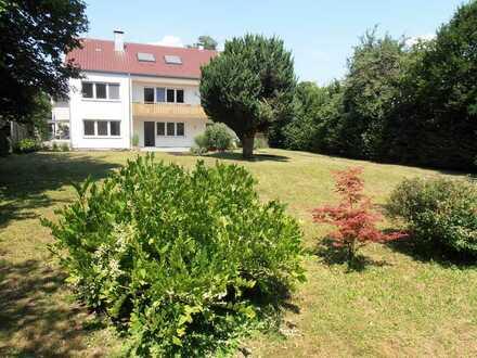 Sonnige 4-Zimmer (EG) mit ca. 450 qm Garten/Wiese und EBK in Kirchheim/Teck