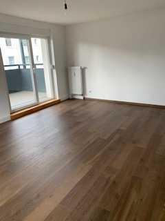 Sehr schöne, sanierte 2-Zimmer-Wohnung in zentraler Lage mit Balkon