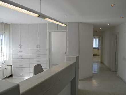 Neue Büroräume gesucht? Großzügige Fläche mitten in KA-Neureut