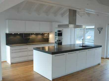 Vollständig renovierte 4-Zimmer-Penthouse-Wohnung mit Balkon und EBK in Bad Münstereifel