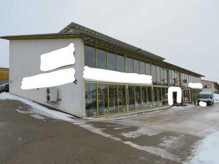 Verkehrsgünstig gelegenes Geschäftshaus (Büro mit Halle und Ausstellungsfläche) zu verkaufen