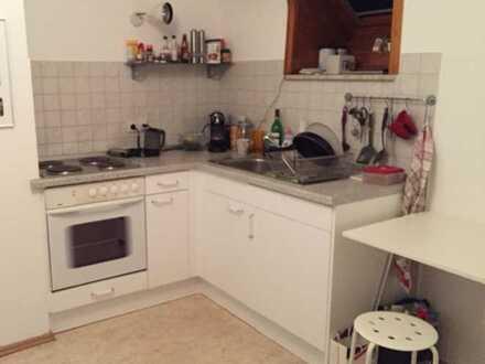 Gepflegte 1-Zi-Single-DG-Wohnung 30m² mit Balkon und EBK in EM-Kollmarsreute