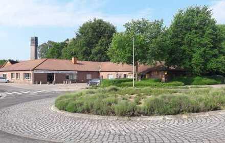 Gewerbeimmobilie (Büro, Lagerhalle oder Einzelhandel; Teilflächenvermietung möglich)