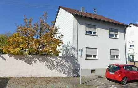 FREI! Sanierungsbedürftiges Einfamilienhaus mit Dachterrasse, Garten und Garage in Neureut
