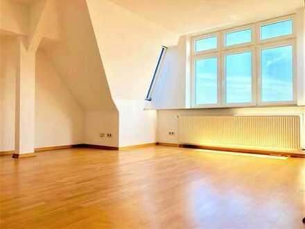 Sonnige Dachgeschosswohnung mit großem Süd-West-Balkon in Hamburg-Bahrenfeld/Ottensen