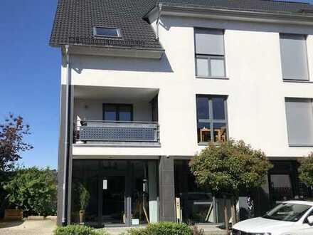 Neuwertige 3-Zimmer-Wohnung mit Balkon und EBK in Breisach