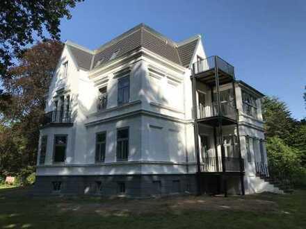 Exklusive Altbauwohnung in denkmalgeschützter Villa