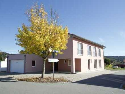 Repräsentatives Büro-/Praxisgebäude in Grafenau mit hochwertiger Ausstattung: 2 Einheiten + Keller