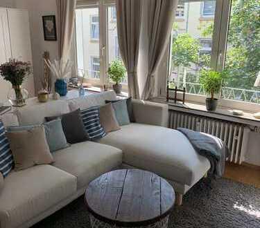 Klinikviertel: Schönes 2-Zimmer-App. mit Service- und Komfort-Paket + Rad-Platz