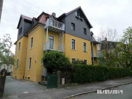Schöne DG-Wohnung mit Balkon und Laminat!